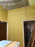 壁と天井も躯体の遮音補強を行います。 マンションではコンクリートに音が伝い近隣の方からの苦情へと繋がってしまうので躯体の遮音補強が重要です。