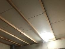 防音室側の壁と天井を作っていきます。