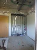 解体作業です。 収納も取り壊し楽譜棚に変身します。
