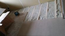 浮き床を作っています。 ゴムで浮かせています。