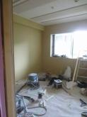 天井を吸音天井に仕上げました。 弊社オリジナルの吸音パネルを設置しています。