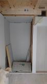 解体作業です。 既設収納は一度解体し、廊下側から使用できるように建具の移動を行います。