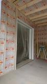 遮音壁と天井を作っています。 リビング側からは樹脂サッシで開放的な空間に仕上げます。