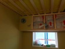 吸排気ダクトボックスを天井に梁型で仕上げます。