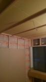 石膏ボードを張り重ねて防音室側の壁を作っていきます。