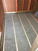 躯体の遮音補強をしていきます。 浮き床を作っています。