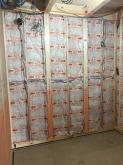 第1の壁と天井をつくっています。 躯体の遮音補強が防音室つくりには重要と考えます。
