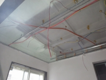 解体作業完了です。 天井高をできる限り確保するため解体を行います。