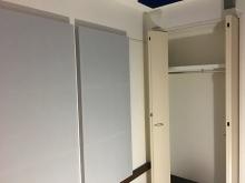 クロス施工完了です。 壁に吸音パネルを設置しデット空間に仕上げています。