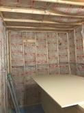 躯体の補強後に防音室側の壁と天井をつくり、防音室の特徴である2重構造をつくっていきます。