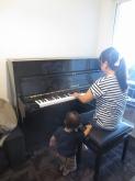 お客様に弾いていただき、無事お引渡しとなりました。 時間を問わず、音楽を楽しんでいただければと思います。