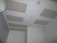 クロス施工完了です。 天井は吸音天井に仕上げています。