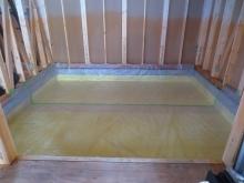 弊社の工事が始まりました。 まず、浮き床コンクリート工事です。