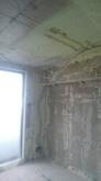 解体作業を行いました。 天井高を確保するため天井や床を解体します。