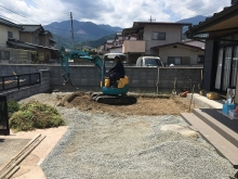 基礎工事開始です。