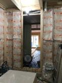 コンクリートが乾いた後に木工事に入ります。 躯体の遮音補強をしていきます。