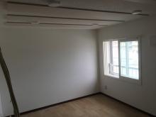 天井は吸音天井です。ダイロートンと吸音パネルで仕上げています。