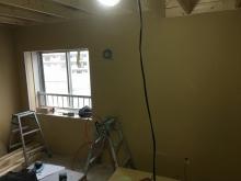防音室側の壁と天井のボード張りです。
