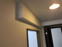 クロス施工完了です。 エアコンの配管も梁型で仕上げています。