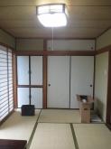 改修前のお部屋です。 押入れや収納も解体し防音工事を施します。