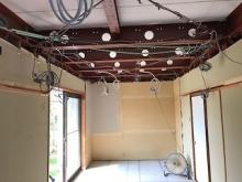 解体作業が完了しました。 天井も解体し天井高をできる限り確保します。