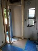 お教室でご使用なのでお教室用の玄関を設けます。開口部は生かして明るいお部屋に仕上げます。