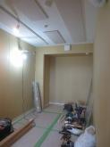 木工事が完了です。 天井は吸音天井に仕上げています。 音の響きを調節して長時間の練習にも疲れにくいお部屋をつくります。