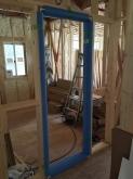 先に防音室の木製防音ドア枠を設置しました。