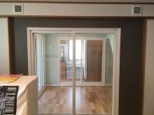 リビングから見たピアノ室です。襖をあけて開放的に連動した空間として使用できます。
