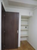 クロス施工完了です。 入り口には木製防音ドアを2重で設置しています。