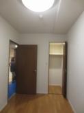 改修前のお部屋です。 既設収納も取り壊します。
