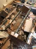 箱型防音室を撤去後、本体の床の解体です。 新築する際に箱型防音室とピアノを入れるため設置場所の床のみ強化してつくってありました。