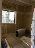 木工事が完了し、音テストを行いました。 遮音保障値に達していたのでクロス工事に入ります。