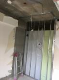 解体作業を行いました。 既設収納も取り壊し新しい収納につくり直します。