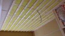 吸音天井の下地を組んでいます。 楽器に合わせた音響空間に仕上げていきます。
