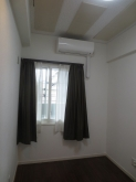 床材もウォールナット色を使用しているので落ち着いた雰囲気のお部屋に仕上がっています。