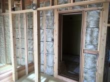 本体工事んい引き継ぎ仕上げをして頂きます。 入り口には木製防音ドアが2重で入ります。