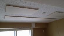 吸音天井が完成しました。 弊社オリジナルの吸音パネルを設置しています。