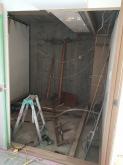 解体作業です。 天井高を確保するため天井や床を解体します。