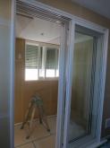 入り口には樹脂サッシを2重で設置しています。 クロス施工前に音テストを行いました。