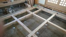 構造床の下地組みです。 床下には束補強を行いました。
