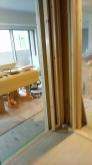樹脂サッシを取り付けるため新しい柱を立てました。