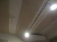 天井を吸音天井に仕上げました。 弊社オリジナルの吸音パネルで音の響きを調整します。