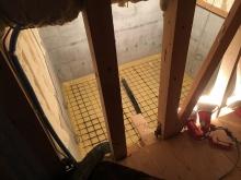 浮き床コンクリートの下地組みを行いました。