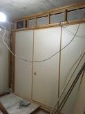 解体作業です。 マンションの場合、床下と天井裏にスペースがないことが多いですが、できる限り天井高を確保して計画します。