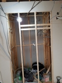 既設の収納は反転工事を行い、隣のお部屋から使用できるようにします。