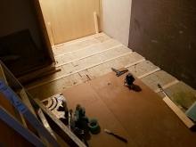 浮き床の下地組みです。