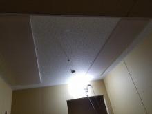 天井は吸音天井に仕上げています。 音の響きを調節し、お好みの音響空間に仕上げていきます。