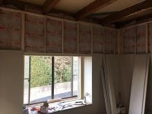 防音壁と天井をつくっています。