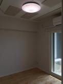 天井は吸音天井に仕上げています。 音の響きを調節し、お客様のお好みの音響空間に仕上げます。
